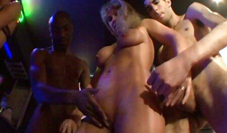 Giovane лесба masturba clitoride ragazza e la video hot erotici portò a raggiungere l'orgasmo