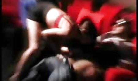 L'operatore ha gettato la modella bionda sul sesso film erotici in lingua italiana di gruppo insieme ad un amico