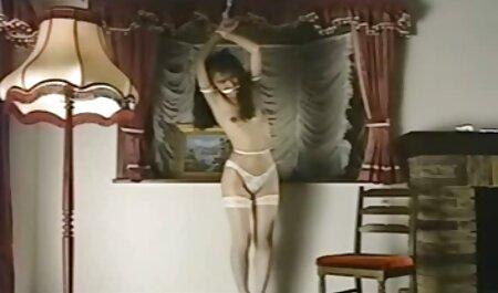 Молодуха in calze nere diffondendo i suoi compagni e ha preso film amatoriali erotici il suo cazzo Nell'ano