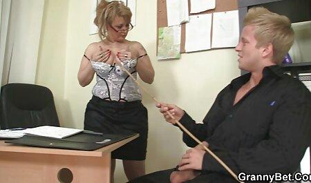 Bionda in occhiali lecca correre e gode di Fisting youtube filmati erotici