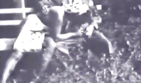 Eretto cazzo e la video film erotici italiani mano noto per penetrare nei fori mature ladies