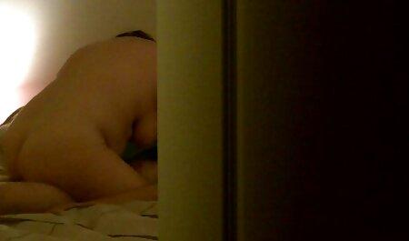 Bruna con i capelli lunghi e torso nudo si inginocchiò davanti film erotici streaming free all'altro e lo tirò fuori