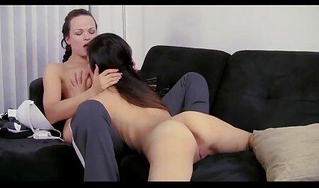 Donna nuda con taglio di capelli intimo dà massaggiatrice accarezzando la figa films erotici italiani