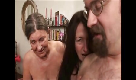 Schönheit bellezza con piccoli seni sdraiato sulla schiena e dà хахалю nella Figa video erotico streaming