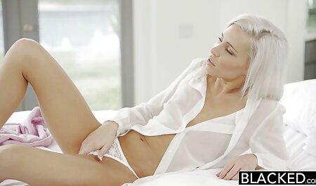 Bella signora ama mostrare grandi video donne erotiche tette e fica