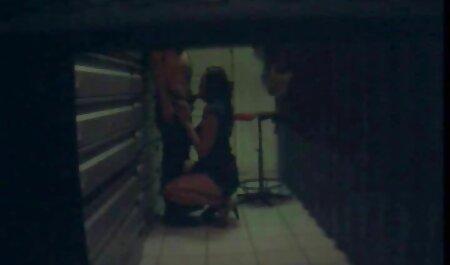 Lusso mamma in lingerie rossa ospita Macho chat erotiche online Natale Sesso