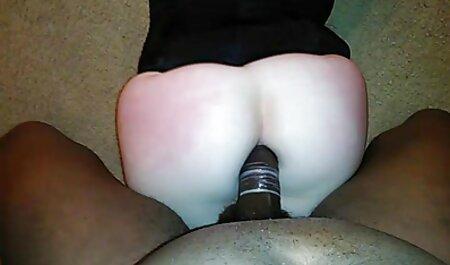Una giovane ragazza con il culo elastico mostra xxx massaggi erotici e video porno di popular massaggio sensuale la figa rasata davanti a вебкой