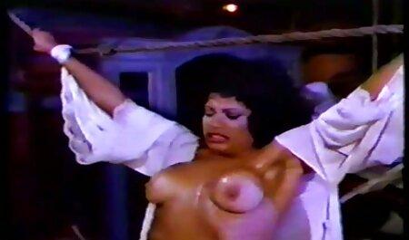 Il ragazzo film erotici streaming free leccato ragazza in camicetta bianca una stretta fessura e scopata il suo cancro sulla sedia