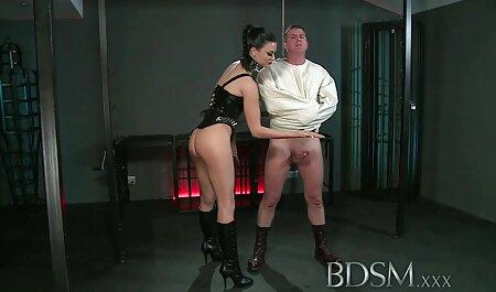 Slim молодуха in calze e camicetta blu, ha preso il cazzo in film streaming erotici gratis punto