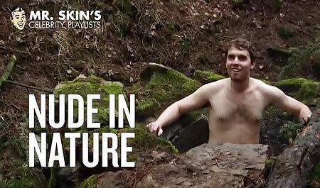 Uomini su un divano trattare con sesso appassionato con attraente erotismo film gratis fidanzate