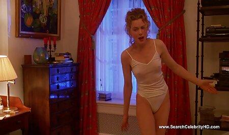 Miss miss in calze si arrampicò su film erotici italiani tube un tavolo e cadde su самотык