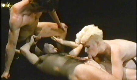 Lungo haired modello scopata video molto erotici con il operator su il letto
