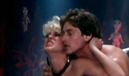 Cavalier film erotici italiani completi насаживает sulla cornea stnder culo stretto coppia sposata in camera da letto