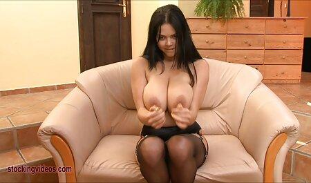 Donna filmi erotici streaming vestita sul letto e di riposo da Muschi figa самотыком
