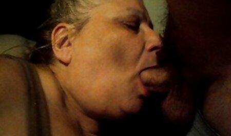 Il ragazzo dà in bocca e scopa erotico film gratis Russo bruna in camicetta nera sul letto