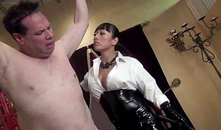 MILF in rosa vestito strisce in anteriore video erotici tra donne di fidanzato e scopa con lui