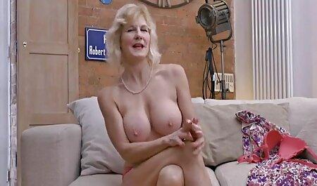 Elegante bruna posa sulla strada prima del sesso anale, la rimozione di biancheria xxx massaggi erotici e video porno di popular massaggio sensuale intima
