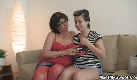 Giovane пошлячка Con Capelli rossi Vagina toccata con le dita davanti alla film xxx erotici telecamera amatoriale