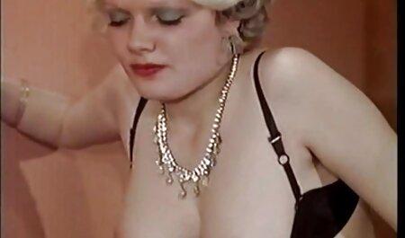 Il ragazzo sul divano video erotico mature con passione violentata in punto rossa ragazza senza lubrificazione