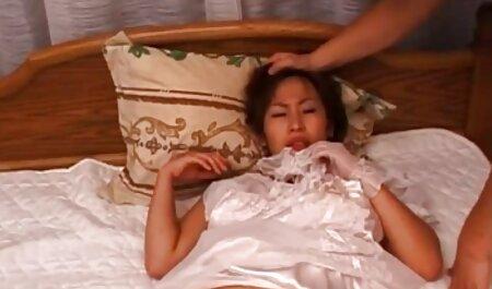 Un uomo adulto scopa anale skinny Babes con небритой figa in un film pornoerotico ufficio