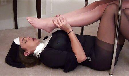 Il ragazzo Film Dormire massaggi erotici gratis donna in una T-SHIRT e gonna corta
