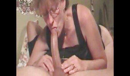 L'uomo film streaming erotici gratis spalmato burro rossa ragazza e scopata sul letto