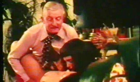 Il vecchio uomo gode il momento e unità cazzo in il femminile video porno film erotici studente cap off dopo 。