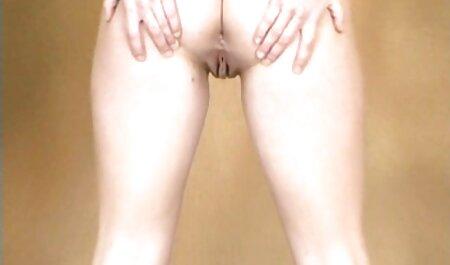 Очкастая flat-chested babe ottiene nudo massaggi erotici video gratis e legge a tavola