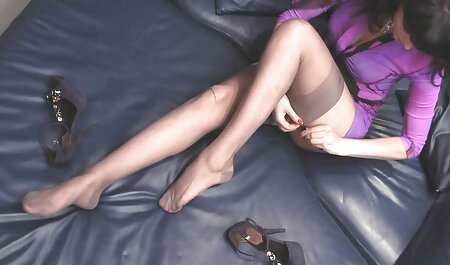 Sesso in point video eotici gratis con Frau donna su il letto in diverso poses