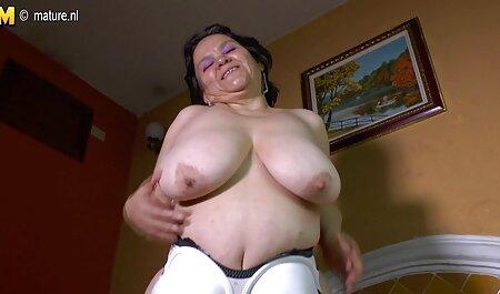 Spessa donna nera in t-SHIRT video erotici in hd nera ha mostrato grandi tette e tirato mutandine