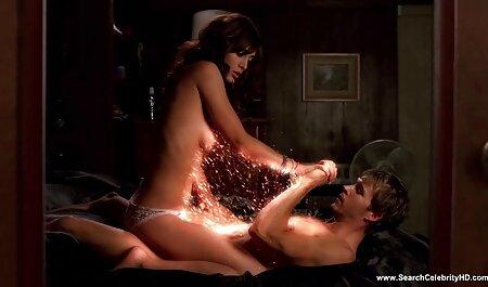 Vanessa дкккер video porno film erotici una t-SHIRT bianca, occupato con la ragazza Fisting sul tavolo