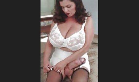 Sportivo Donna asiatica in t-SHIRT verde guardato attraverso lo stadio video film erotici italiani gratis