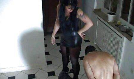 Maturo brunetta video erotici hot con grande tette dà sesso lezione a giovane coppia