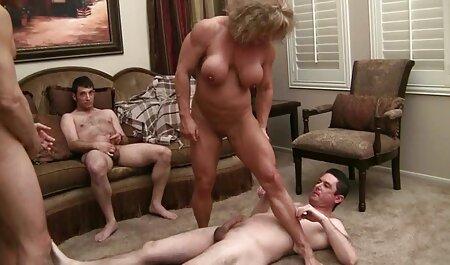 Nudo bruna a letto e riposa raffreddamento video erotice gratis соснула la fine