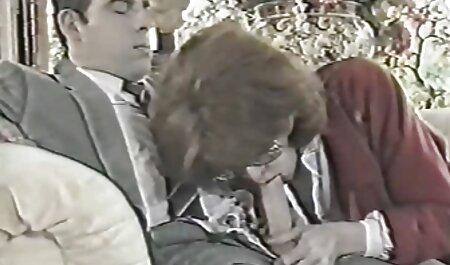 Rebeca Linares con i capelli scuri succhia con massaggi erotici video gratis passione il cazzo del fidanzato