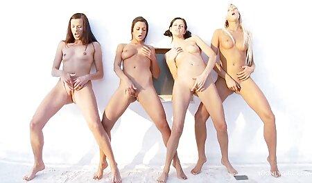 L'uomo si masturba video erotici italiani gratis la Vagina con le dita e glamour Anale vecchie donne in calze
