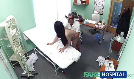 Tatuato MILF film erotico hd con i capelli corti ha nel culo amante