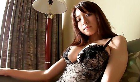 Pesantemente truccata video di film erotici italiani vecchia donna con grande дойками scopa con la sua idea sul letto