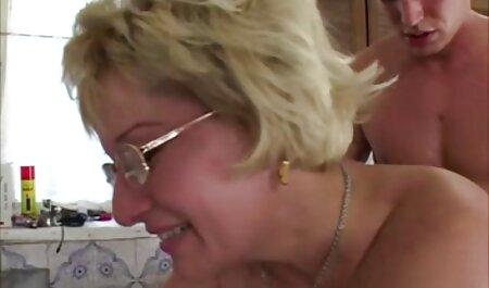 Молодуха negli occhiali e con un grosso culo scopa con film erotici gratis da vedere l'uomo davanti al ventilatore