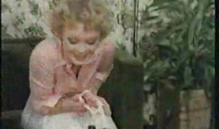 Elsa gin con i capelli video erotici privati biondi delicatamente succhia cazzo compagno di stanza e scopa con lui