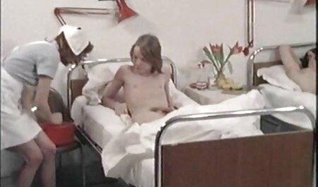 Dolce ragazza fa pompino amante video film erotici italiani gratis in calze e lingerie