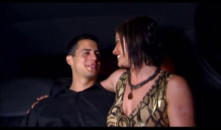 Bella ragazza con grandi tette si trova sul letto e si video erotici per adulti masturba la figa