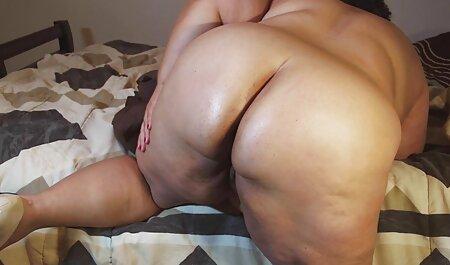 Rossa милфа film porno erotici completi prende in bocca sul divano rosso