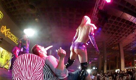 Uomo scopa anale film erotici italiani streaming ladies in un corsetto rosso sano membro