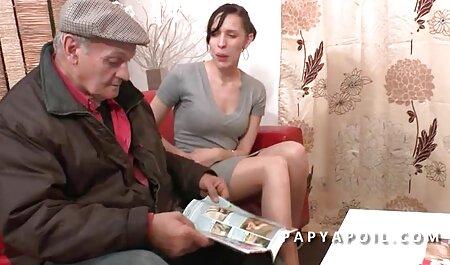 Teufelsbach ha chiamato il compagno nella vasca e gli ha fatto un pompino emmanuelle film gratis