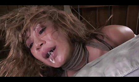 Procace mamma con вывалившимися tette video altamente erotici in calze si masturba con un Dildo sulla ventosa