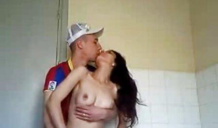 Latina casalinga amante succhia erotici amatoriali e prende sperma sul viso dopo aver stirato le sue camicie