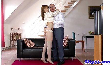 Mamka in calze rende video erotici sensuali forti gemiti durante il sesso anale con una lunga fine