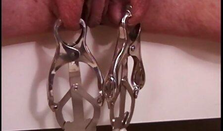Ragazza con grandi tette naturali film massaggi erotici lecca il suo sperma con un lungo pene